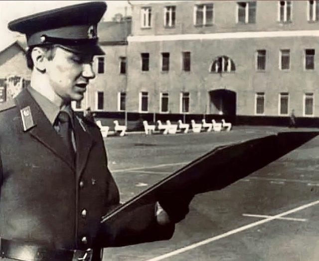 Игорь Николаев с короткой стрижкой и без усов