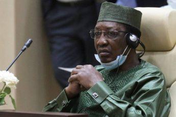 Один из сыновей Идриса Деби — Брахим, был убит 2 июля 2007 года на парковке близ своего жилого дома в западном парижском пригороде Курбевуа. Племянник Абдалла Мохамад Али с июня 2003 по февраль 2005 гг. являлся премьер-министром страны.