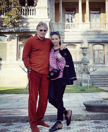 Татьяна Навка и Дмитрий Песков - фото с дочкой