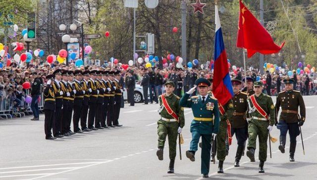 трансляцию Парада Победы в Москве 9 мая 2021 года