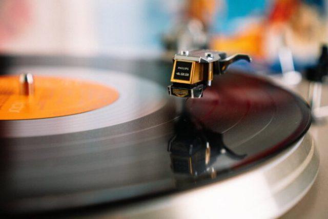 Влияние музыки на работу - как это на практике